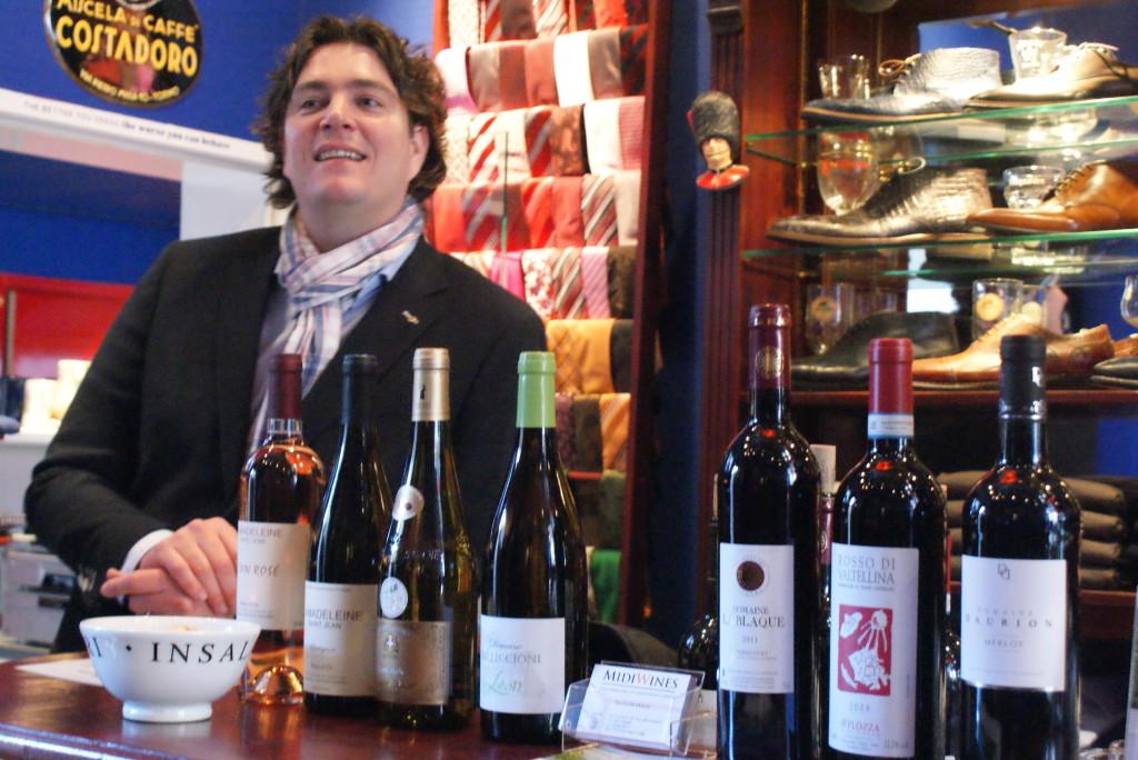 Tjalle de Vreeze van Midi Wines verzorgde de innerlijke mens met mooie wijnen. Hij verzorgde een mooie proeverij waarbij smaak en beleving mooi samen kwamen.