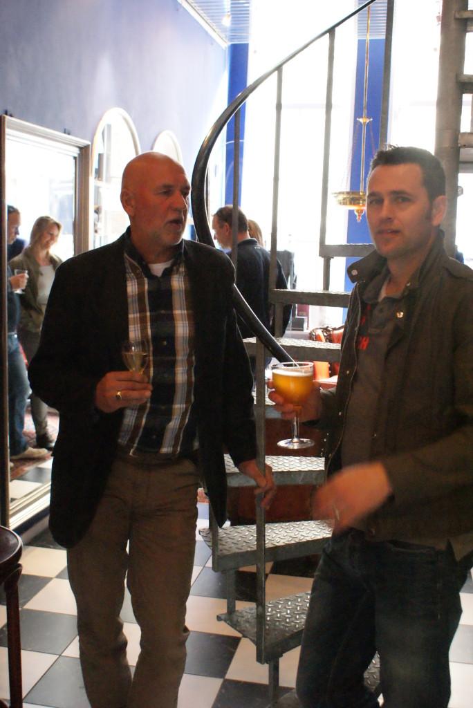 De heer Braas & de heer Rob Tool druk in gesprek! Kan natuurlijk alleen maar gaan over de mooie maatpakken bij Tillemans Tailors.